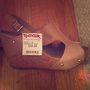 BRAND NEW Kenneth Cole Nude Leather Wedges Size 8